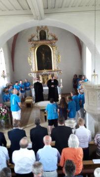 8 die Schwestern im Altarraum